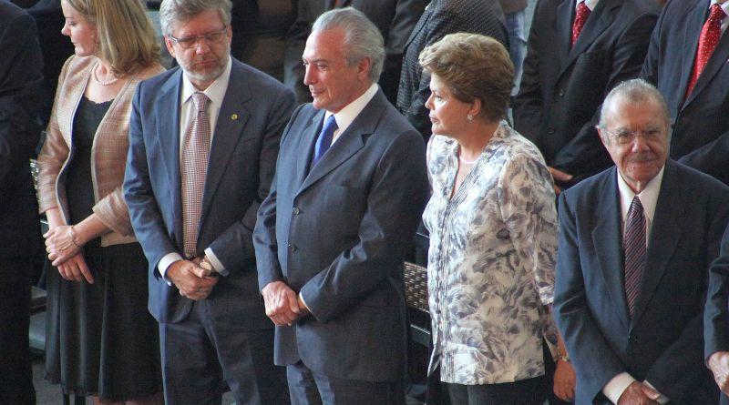 Presidenta_Dilma_Rousseff,_vice-presidente_Michel_Temer_e_demais_autoridades_abrem_encontro_dos_prefeitos_em_Brasília.