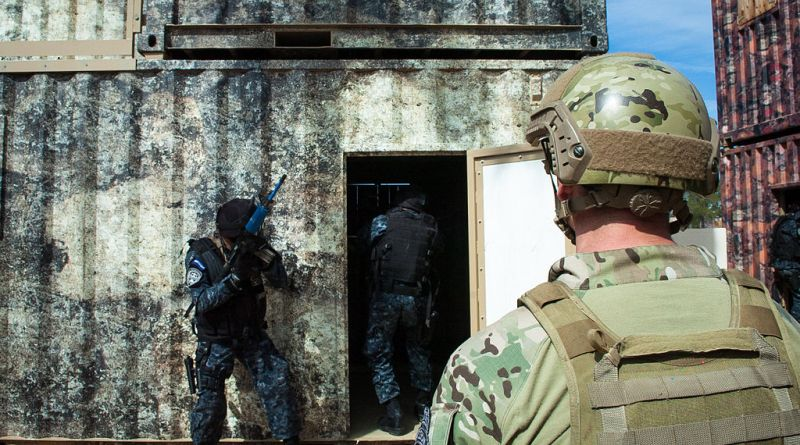 Honduran_TIGRES_conduct_culmination_exercise_hosted_by_7th_Special_Forces_Group_Soldiers_150227-A-KJ310-253