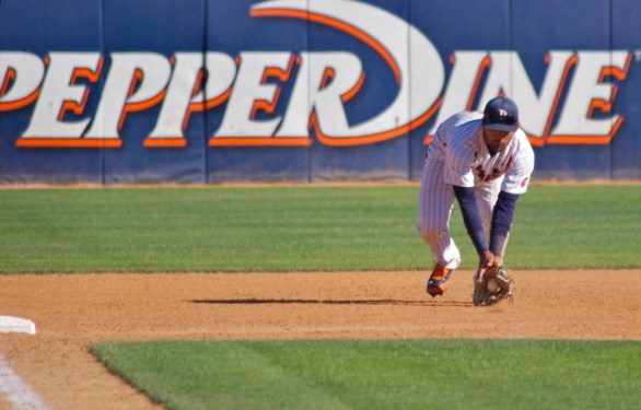 Austin Davidson fields a grounder and runs to third. (Photo: Shotgun Spratling)