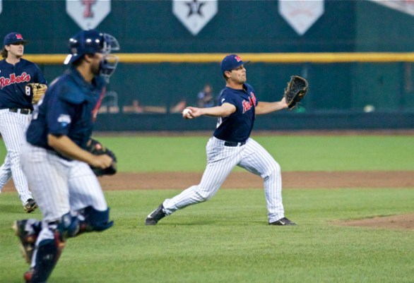 Josh Laxer comes off the mound to make a play. (Photo: Shotgun Spratling)