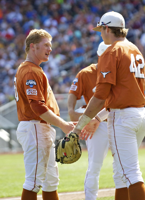 Zane Gurwitz and Kacy Clemens slap hands. (Photo: Shotgun Spratling)