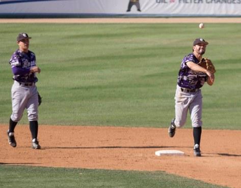 Chad De La Guerra turns the double play. (Photo: Mark Alexander)
