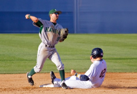 Stephen Ventimilia turns the double play. (Photo: Shotgun Spratling)