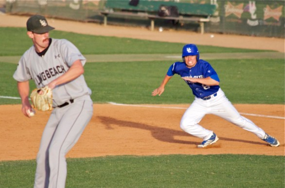Joe Chavez takes off for second base. (Photo: Shotgun Spratling)