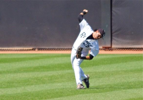 Edgar Montes tries to throw out a runner. (Photo: Shotgun Spratling)