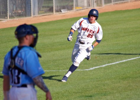 Jeremy Goldentz scores the tying run. (Photo: Shotgun Spratling)