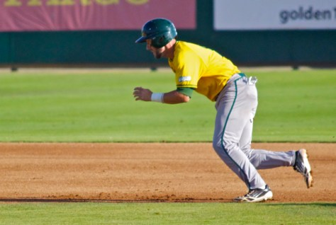 Kyle Moses takes off for second base. (Photo: Shotgun Spratling)