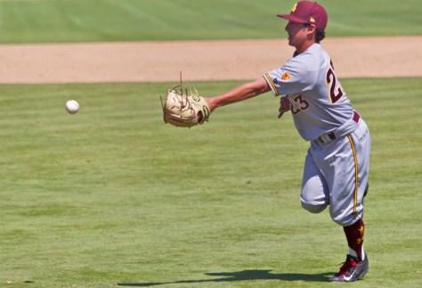 Jordan Aboites makes the glove flip on a squeeze attempt. (Photo: Shotgun Spratling)