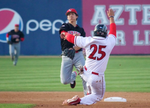 Justin Jones turns a double play. (Photo: Shotgun Spratling)