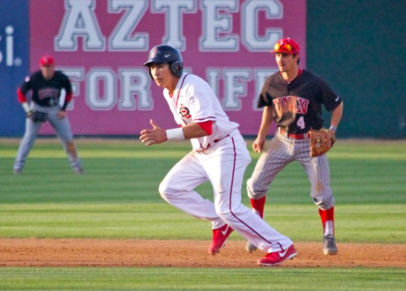 Tyler Adkison takes off from second base. (Photo: Shotgun Spratling)