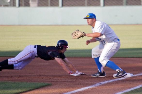 Pat Gallagher takes the throw. (Photo: Shotgun Spratling)