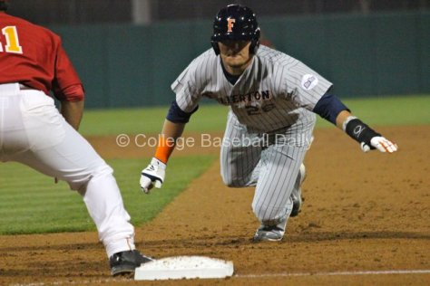 J.D. Davis dives back to first. (Photo: Shotgun Spratling)