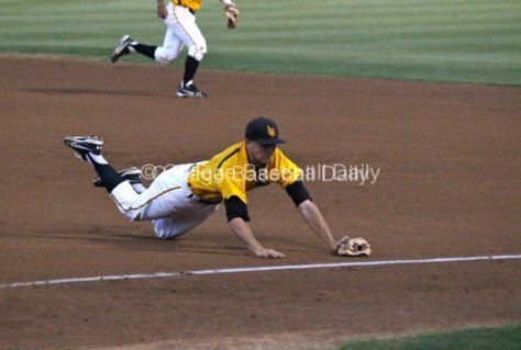 Jeff Yamaguchi's diving attempt isn't enough.