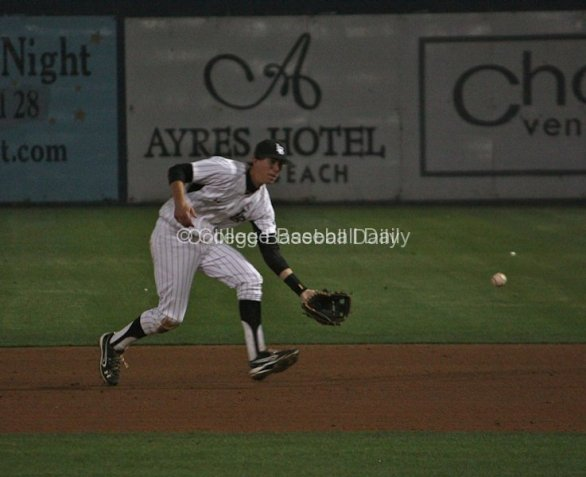 Jeff McNeil charges a grounder.