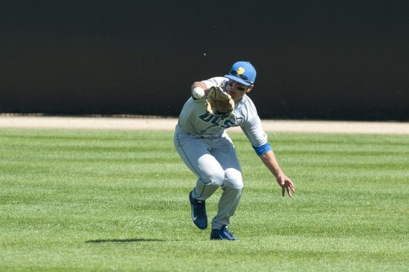 Luke Swenson makes a lunging catch.