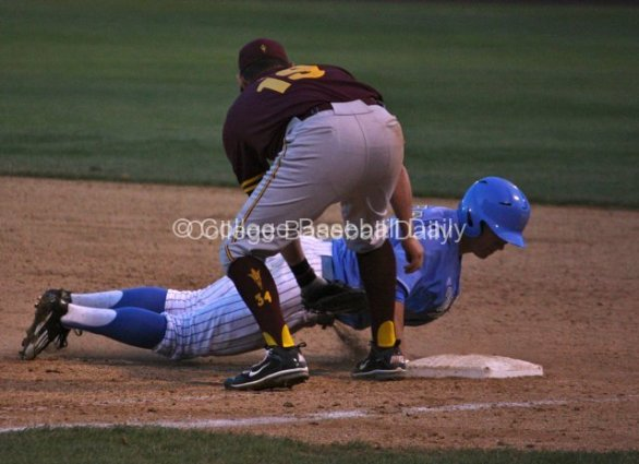 Jeff Gelalich dives back into first base.