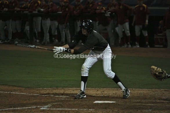 Jeff McNeil lunges at a pitch