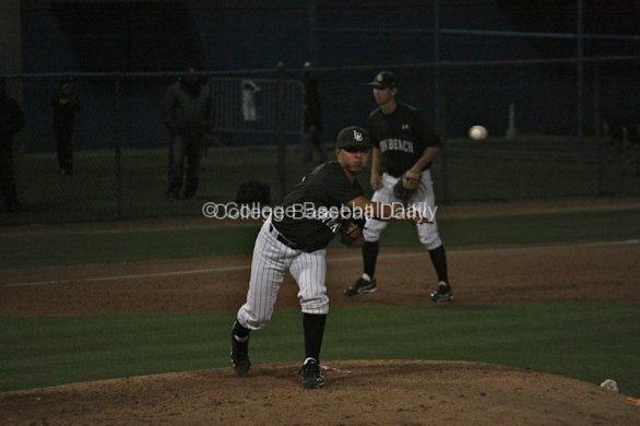 Edgar Gomez picks to first base