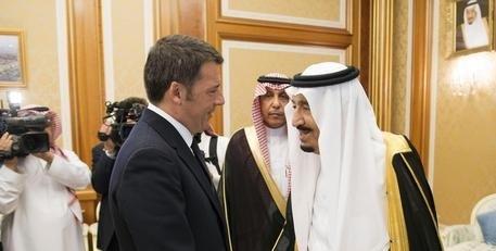 Renzi ha incontrato re Arabia Saudita poi ripartito per Roma