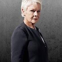 Judi Dench dans le rôle de M