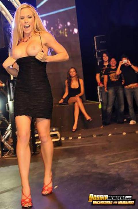 Kendra Wilkinson Nude Sexy Scene Sensual Scandal Mature Milf
