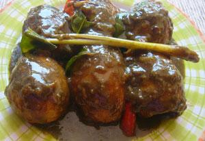 Telur Bumbu Petis. Sumber : http://farlys.com/resep-masakan/telur-petis.html