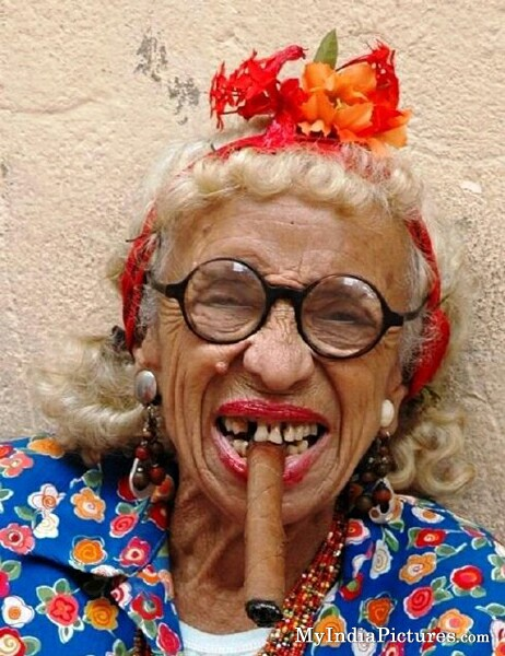 funny-grandmother-old-age-women-chikni-chameli