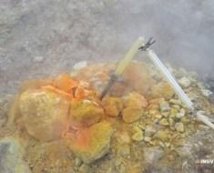 Figura 2: la Bocca Grande, una delle fumarole della Solfatara che testimonia l'attività del vulcano