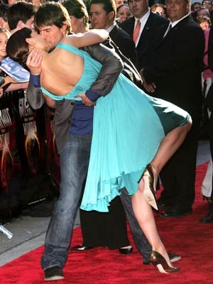 Tom Cruise Katie Kiss