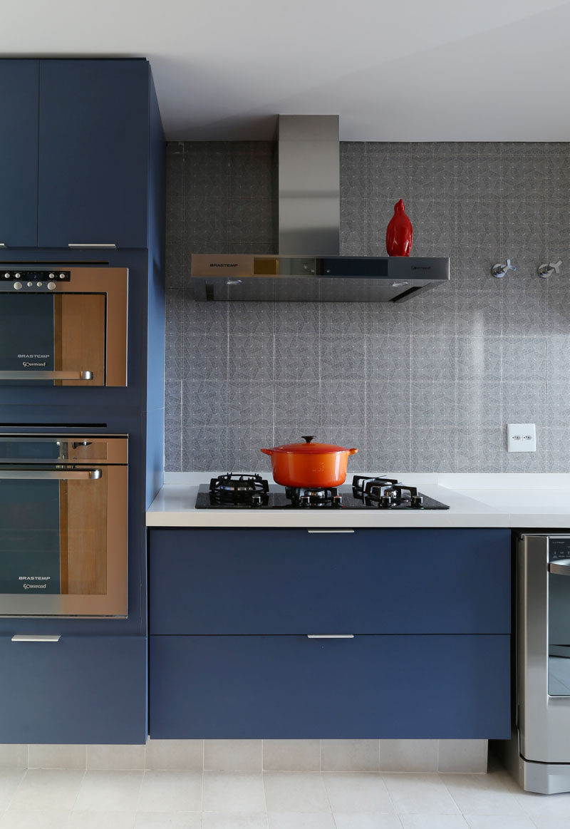 kitchen design idea deep blue kitchens blue cabinets kitchen Kitchen Design Ideas Deep Blue Kitchens Matte blue cabinetry and stainless steel hardware