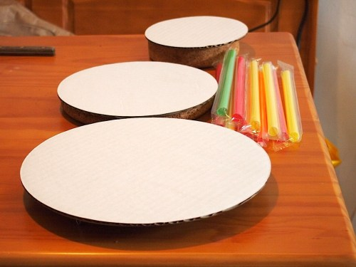 Structural elements: bubble tea straws make great supports, and cake boards are essential.