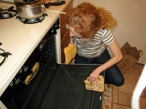 taking-food-out-of-oven