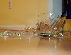 broken-glass-kitchen-accidents