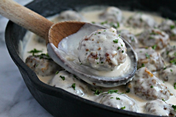 These Creamy Swedish Meatballs are the perfect comfort food!