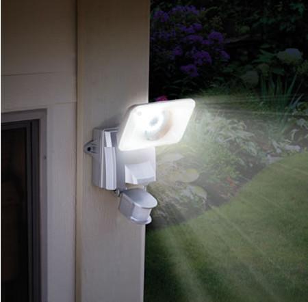 solar-powered-wide-angle-light