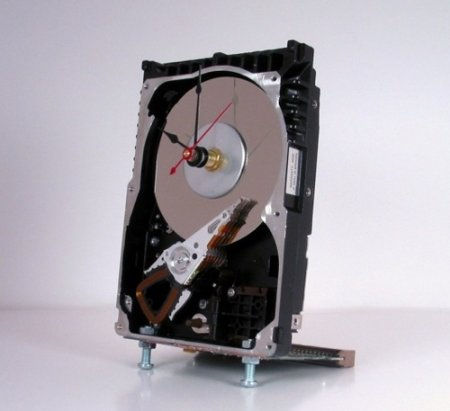 hard-drive-desk-clock.jpg
