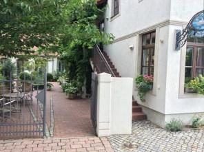 """Garteneingang zum Hotel """"Altes Fährhaus Meißen"""""""