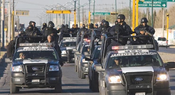 armed-mexican-police-in-convoy