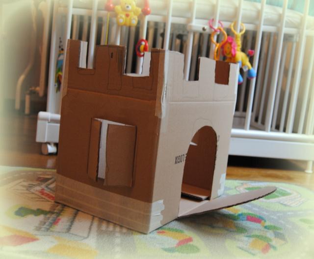 Cum să faci dintr-o cutie de carton castele pentru copii – castelul roz al prieteniei