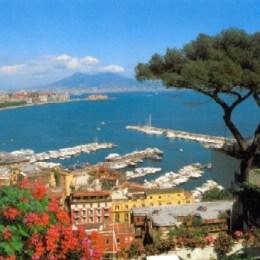 """Napoli è…. mille colori  babà, pizza e """"caffè sospeso"""""""