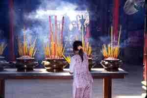 saigon-cholon-thien-hau-pagoda2-jan-2002