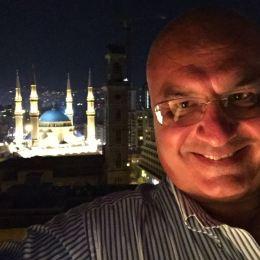 LIBANO Un selfie sullo fondo della moschea Mohammad Al-Amin a Beirut