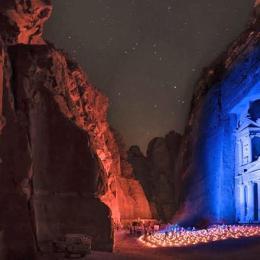 Petra, gioiello di Giordania  e quel bar scavato nella tomba