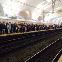 Roma, si lancia Venerdì sui binari della metro B: viene investito Domenica