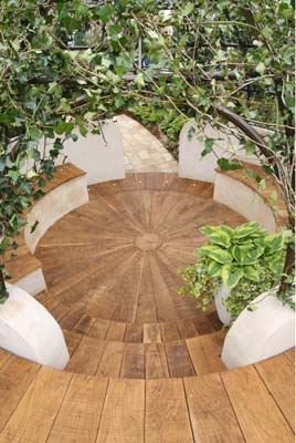 Circular oak deck and seating
