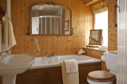 Honeymoon Cottage bathroom