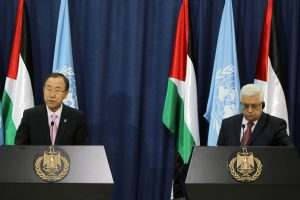 UN General Secretary Ban Ki-moon (L) and Palestinian President Mahmoud Abbas (R) during a joint press conference at Abbas' headquarters in the West Bank town of Ramallah, 15 August 2013. Ban Ki-moon visits the region to offer support to the difficult peace negotiations between Palestinians and Israel. His agenda includes talks in Jordan, Israel and the Palestinian Territories. Photo by Issam Rimawi/FLASH90 *** Local Caption *** áàï ÷é îåï îçîåã òáàñ øîàììä ôìùúéðé ôìùúéðàé