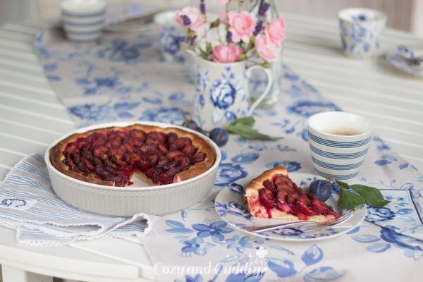 Pflaumenkuchen zum Greengate-Kaffeekränzchen in der Herbstsonne – Werbung