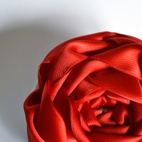 How to make an oversized ribbon rose accessory