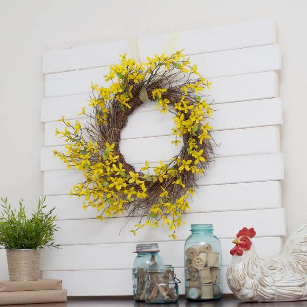 DIY Wooden Pallet for your Spring Home Decor Proejcts!